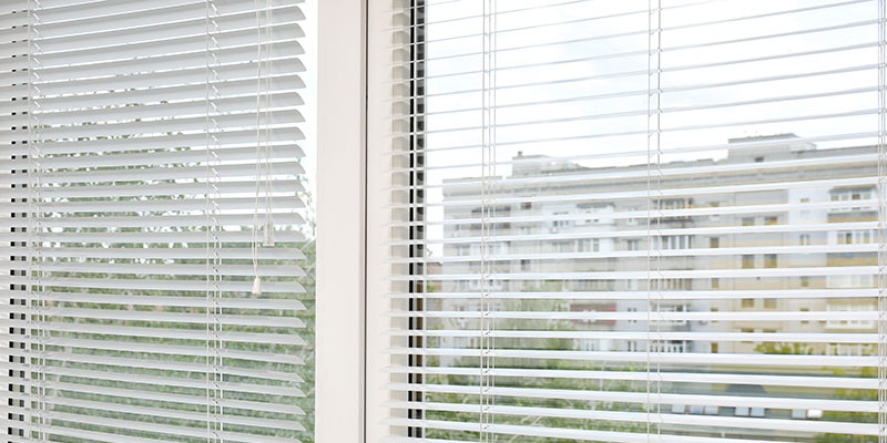 windows with built in blinds